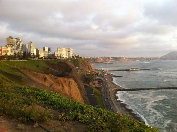 Lima mirando al océano. Miraflores.